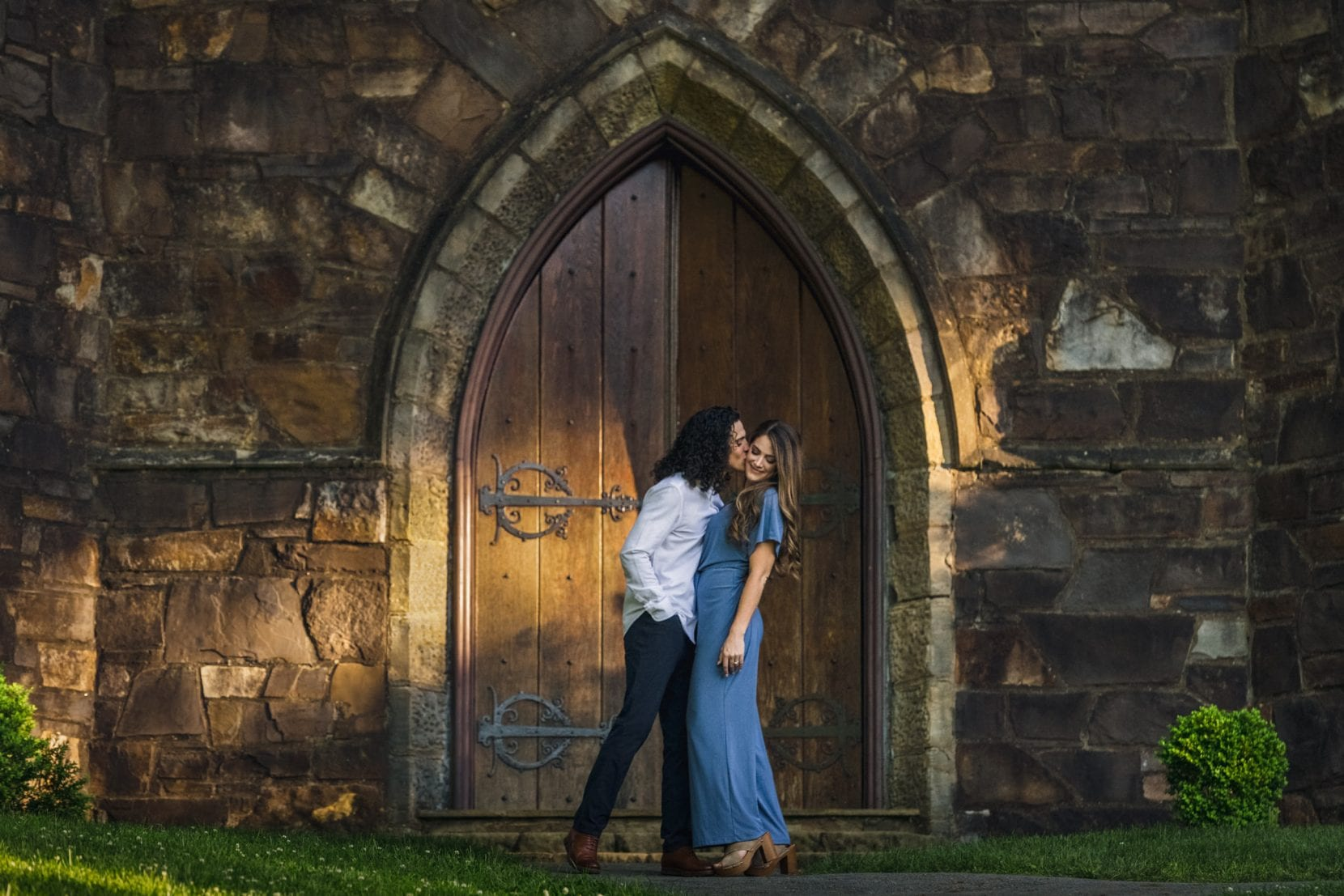 fun couple kiss arch back berry college