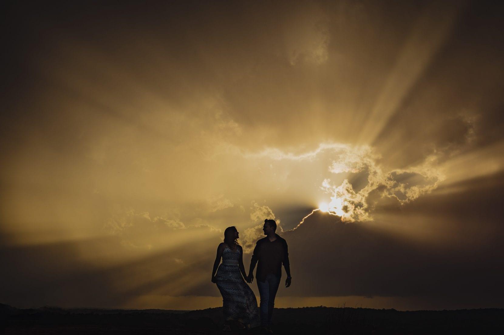 silhouette sun ray couple portrait